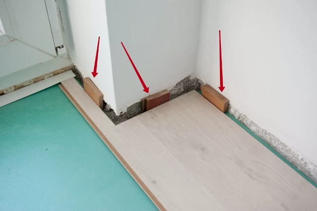 Зазоры между ламинатом и стеной